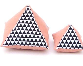 "Coussin «Les Petits Mignons"" pyramide en duo"