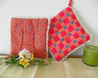 Pair of Vintage Handmade Pot Holders, Hot Mats With Lace Border