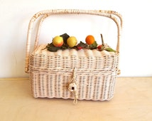 Chippy Shabby Wicker Purse Vintage Pink 1960s