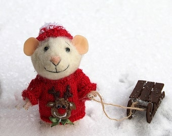 needle felt winter mouse in knitted sweater with deer with sleigh, felted mouse, winter toy, home decor, mous toy, Needle Felted Animal,mice