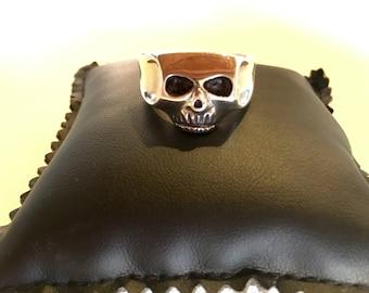 Solid 925 Silver skull ring mod Johnny Depp in custom handmade oxidized. 925 solid silver skull ring mod Johnny Depp.