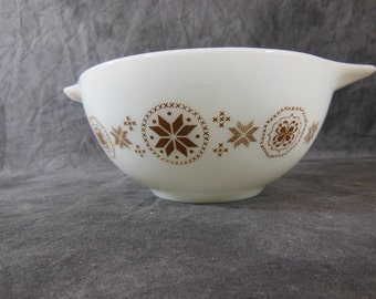 442 Pyrex Town and Country 1-1/2 QT Cinderella Bowl