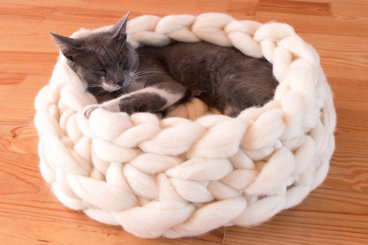 chunky cat bed cat house giant yarn xxxl cat