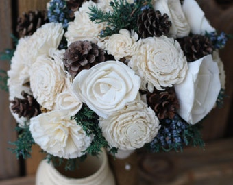 Sola Bouquet with juniper berries and pine cones