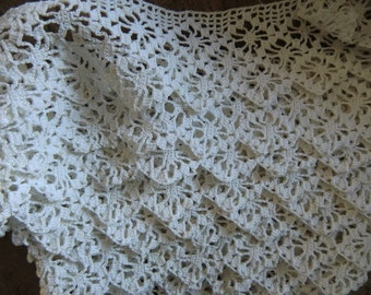 France fine crocheted lace old handmade 3.30 meters ~ White Vintage shabby chic ~ crochet 3.60 yd length