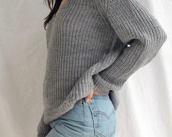 the Raglan V in Grey -knitted sweater (V neck raglan sleeve cozy minimal pullover)
