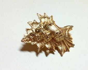 Stunning vintage murex shell or conch shell brooch, vintage seashell brooch, gold shell brooch, murex brooch, beachy brooch, 1980s