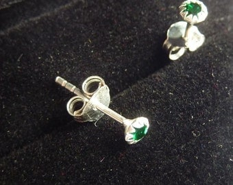 Earrings 925 silver and crystal emerald color stone PKA5-040