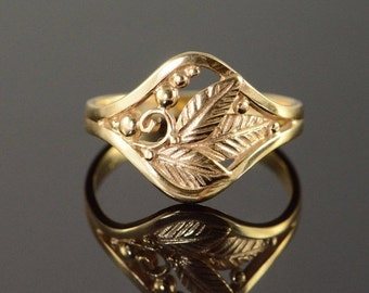 ON SALE 14K Leaf & Berry Band Ring Size 6 Yellow Gold