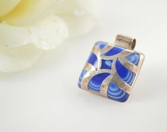 925 Abstract Bezel Set Blue Art Glass Pendant - 7.9g