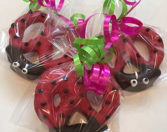 Ladybug Chocolate Covered Pretzels (10 favors)