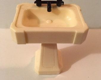 Ideal Bathroom Sink-1950's Vintage Dollhouse Furniture 1:16 plastic toy