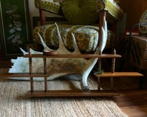 Vintage Mid Century Wood Tiered Wall Shelf // Wood Spindled Knick Knack Figurine Hanging Display Shelf // Mid Century Wood Shelf