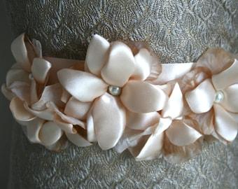 Cream Wedding Sash Flower Wedding Flower Sash, Bridal Flower Sash, Bridal Flower Sash, Bridal Floral Sash, Wedding Dress Flower Belt Flower