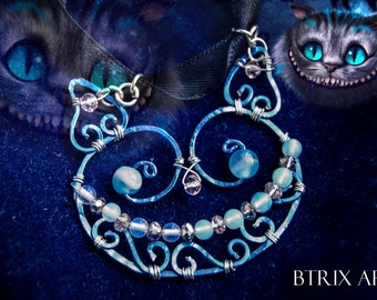 Cheshire Cat pendant (Alice through the looking glass) - Wire Jewellery
