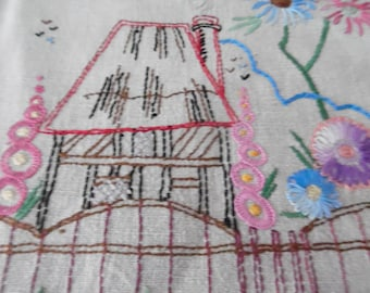 Vintage Linen Hand Embroidered Table Runner.