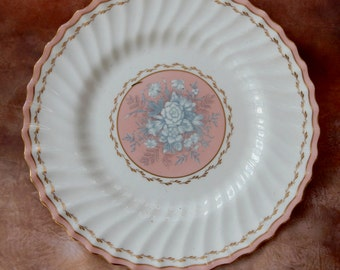 Vintage Royal Doulton plate. Extremely pretty. Great for display, shabby chic, boho,retro, pretty plates