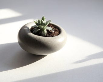 concrete planter [small, pebble gray] // jewelry dish // ring holder // candleholder