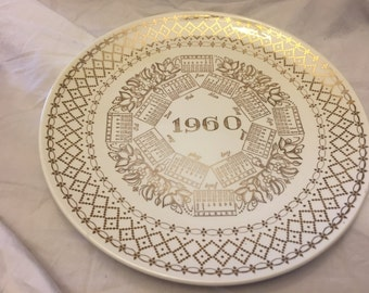 Collectable plate 1960 Calendar with gold trim