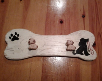 Hanger -shaped bone sea recycled wood for our pet accessories
