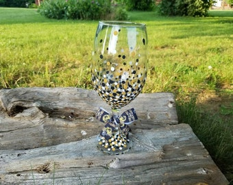 New Orleans Saints inspired wine glass, Saints wine glass, Saints oversized wine glass, 20oz wine glass