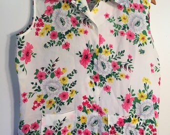 1970s Vintage Floral Sleeveless button up Top // Free Shipping