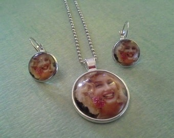 Marilyn Monroe Blonde Necklace and Earring Set