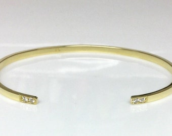 18k yellow 2.4mm Cuff w/ 4 Diamonds