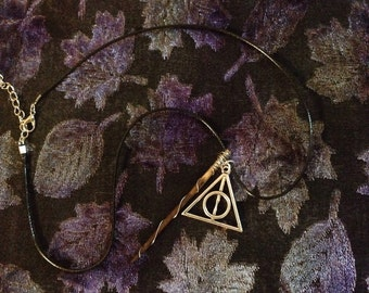 Mini Harry Potter wand and Deathly Hallows charm set