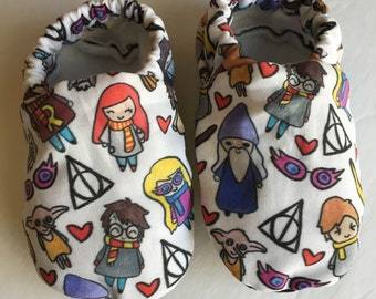 Wizard baby shoes, Harry baby booties, crib shoes, soft sole shoes, newborn shoes, baby girl shoes,baby boy shoes,baby shower gift