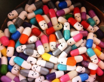 Mini pills Kawaii nail art