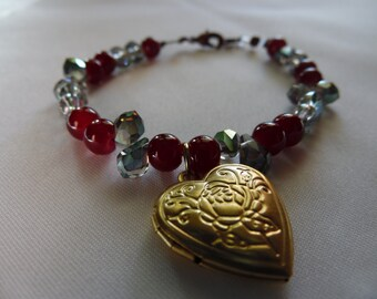 Handmade Beaded Bracelet With Heart Locket 7 Inches