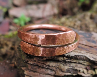 Hammered Copper Ring Mens or Womens - Rustic Minimalist Copper Wire Ring - Textured ring - Anello di rame battuto