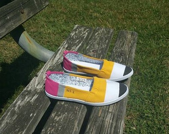 Pencil Shoes Slip-ons (White) size 6