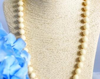 Necklace, vintage necklace, bead necklace, 1950's necklace, cream bead necklace