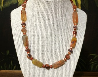 18'' Carnelian and Agate Bead Necklace.