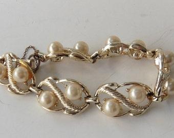 Vintage Gold Toned Faux Pearl Bracelet