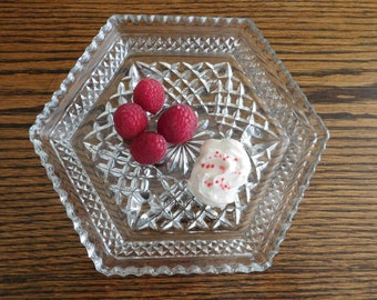 Vintage Anchor Hocking Wexford Pattern Glass Hexagon Plate