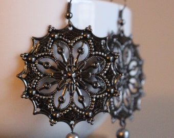 Black Pewter Scalloped Round Filigrees with Silver Pearl Ending