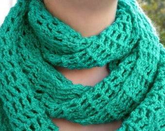 Women infinity scarf/Emerald green scarf/Crochet infinity scarf/Infinity scarf/Easter gift/Spring fashion accessories/Girlfriend-wife gift