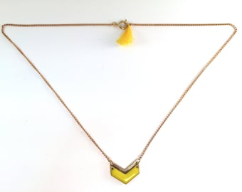 Geometrical necklace chevron enamel - yellow and golden