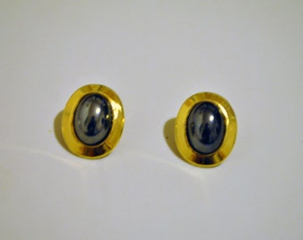 Button clip on vintage earrings