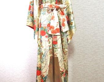 Japanese traditional dress /vintage Kimono/robe/silk/elegant flower
