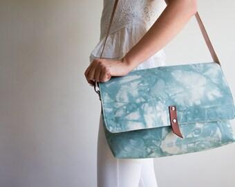 Canvas zipper bag, Hand dyed shoulder bag, Canvas messenger bag, Canvas crossbody bag, Zippered canvas tote, Hawaiian Green