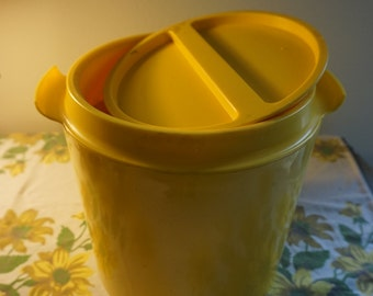 Vintage ice bucket with cups