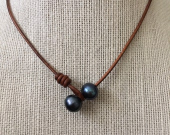 Black pearl necklace,tahitian choker,black pearl choker,tahitian necklace,pearl on leather necklace,pearl leather necklace,choker
