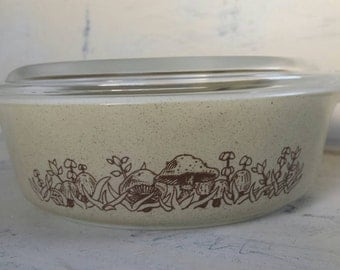 Vintage Pyrex 471-b Forest Fancies Casserole dish with Glass Lid.