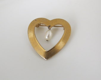 Gold Heart Dangle Pearl Pin Brooch