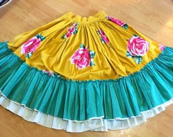 Softest Vintage Novelty Border Print  1940s 40s 1950s  Gold skirt Huge Roses  emerald green ruffle