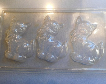 Cat Sitting with Bow at Neck Solid Chocolate Vintage Plastic Candy Mold